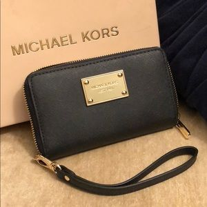 New Michael Kors Black/Gold Wallet Wristlet